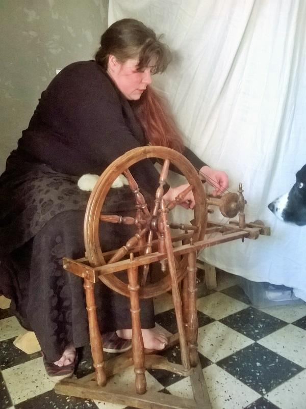 rouet, fileuse des rues, fil, laine
